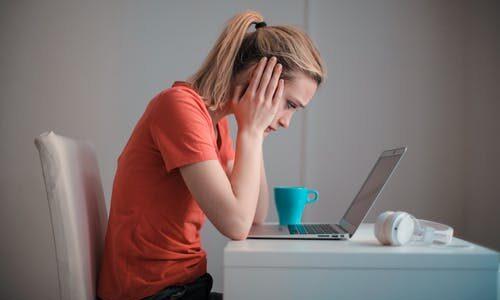 職場で好意を持たれるのが辛い!関係を悪化させない断り方は?